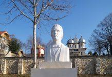 Monument Mihai Eminescu la Dervent